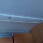 Vyrezlé šrouby v stropní liště karavanu - do karavanu zatéká střechou