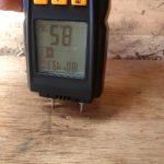 Měření vlhkosti rámu okna karavanu