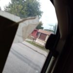 poškození lemu lišty (gumového těsnění) kolem okna karavanu